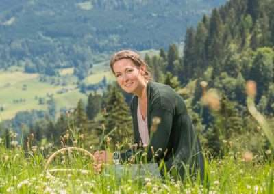 Karolina Hudec, zertifizierte Kräuterpädagogin